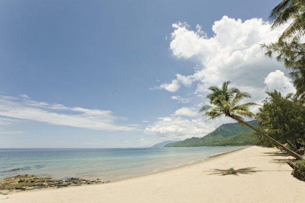 4 mile beach Port Douglas luxury holidays